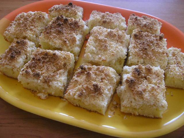 Ananásový koláč s kokosovou posýpkou