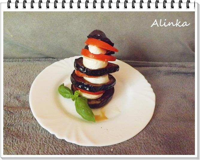 Opečený baklažán s mozarellou a paradajkami