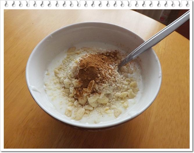 Bielkovinové raňajky - jogurt s mandľami a medom