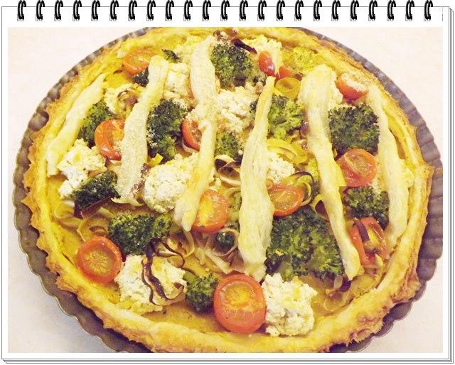 Tofu koláč s brokolicou a paradajkami