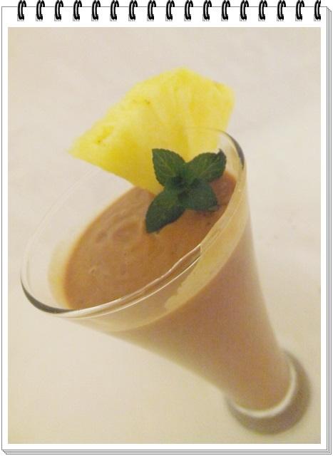 Avokádovo-ananásové raňajšie smoothie