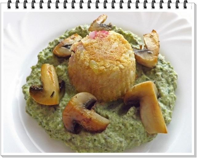 Brokolicovo-šampiňónový prívarok s karfiolovou tortičkou
