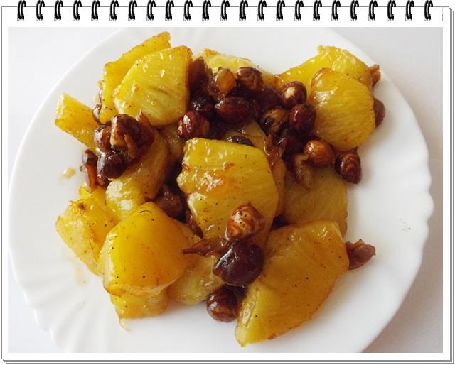 Opekaný ananás s medom a orieškami