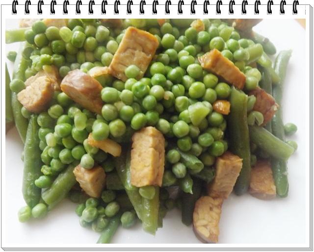 Zelená dusená zeleninka s tempehom