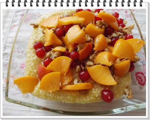 Pšenová kaša s čerstvým ovocím
