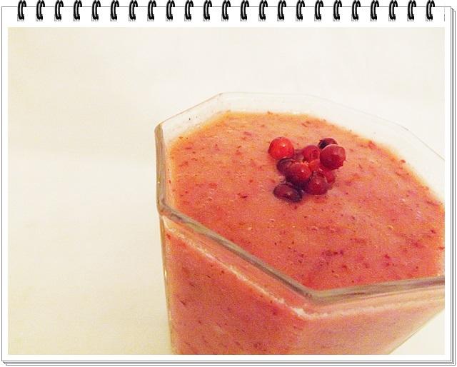 Brusnicovo-ananásový ranný nápoj zdravia