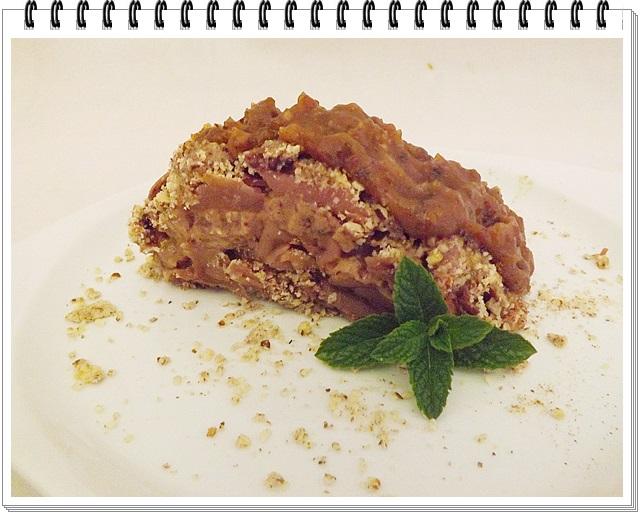 Raw jablkový koláč s karamelom