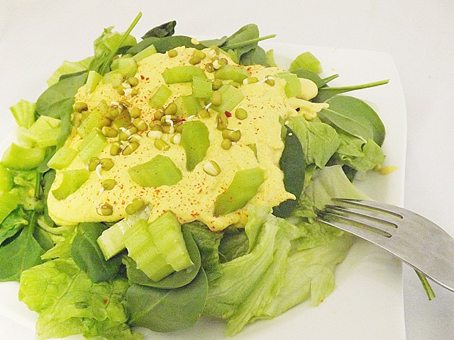 """Zelený šalát s """"vajíčkovou majonézou"""""""