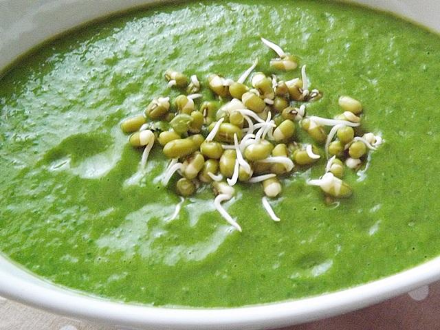 Avokádovo-špenátová raw polievka