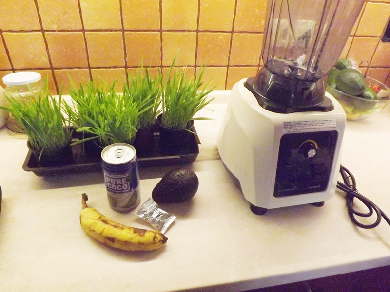 Avokádovo-kokosovo-jačmenné smoothie
