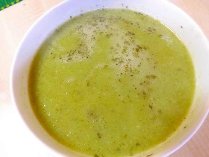 Brokolicovo-špargľová jarná polievka