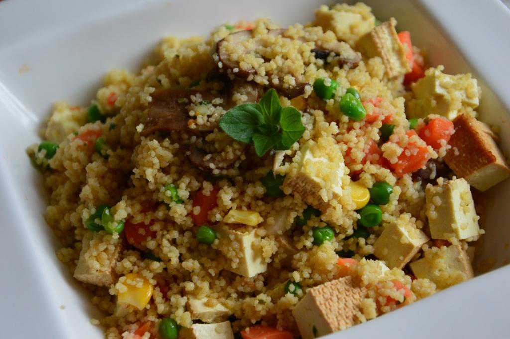 Kuskus so zeleninou a údeným tofu